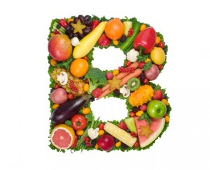 Коллаж из фруктов и овощей в форме буквы B