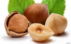 Лесные орехи так же содержат витамин B5
