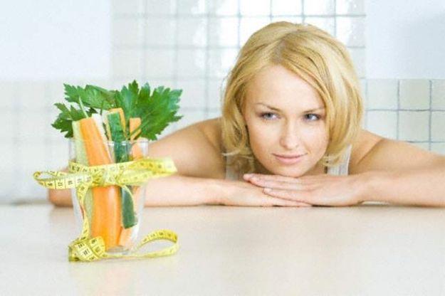Какие витамины полезно принимать во время диет